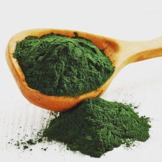 La spiruline est reconnue pour être l'une des sources alimentaires les plus complètes. Découvrez cette algue devenue l'aliment de choix pour les astronautes ! ➡️lien dans la bio . . . #wearegreenfr #spiruline #superaliment #superfood #healthy #beauty