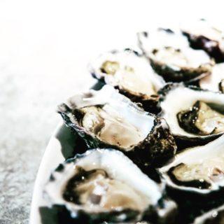 🌊 Peau sèche, fatigue, constipation, prise de poids inhabituelle, humeur dépressive, troubles du fonctionnement de la thyroïde, goitre… et si vous manquiez d'iode ? L'OMS a considéré récemment que l'ensemble de la population mondiale manque d'environ au moins 10% de la valeur recommandée en iode. À quoi sert l'iode ? Lien dans la bio. . . . #wearegreenfr #iode #seafood #healthy #fatigue #deprime #beauty